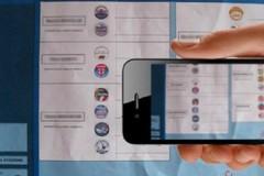 Elezioni: fotografare la scheda costa caro, sanzioni da 15mila euro
