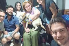 Carmela, disabile innamorata dei cani, riesce finalmente ad adottare Maby