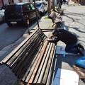 A 75 anni ripara le panchine pubbliche per amore della città e di Padre Pio