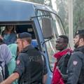 """Sgomberato il  """"Maria Cristina """": immigrati irregolari in Questura"""