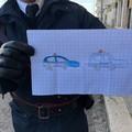 Bimbo dona un disegno ai Carabinieri durante il blitz: «Grazie che ci aiutate»