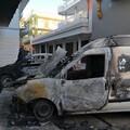 Due auto incendiate nella notte a Bitonto