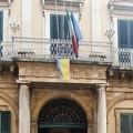 Bandiere a mezz'asta a Bitonto per le per vittime del Covid
