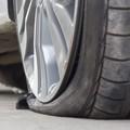 Parcheggi ridotti in piazza Caduti: molti i danneggiamenti alle auto in sosta