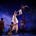 Danzatori volanti e scie di luce per raccontare il miracolo durante la Battaglia di Bitonto