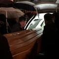 VIDEO - Dolore e commozione ai funerali di Anna Rosa Tarantino
