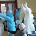 Il Covid non ferma l'RSA: gli operatori ballano Jerusalema fra gli anziani