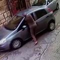 Tentano di rubare un'auto davanti a un poliziotto: arrestati 3 fratelli