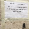 """Cartello contro gli  """"zingari """" in via Ammiraglio Vacca"""