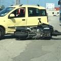 Auto contro scooter su via De Capua a Bitonto: ferito un motociclista