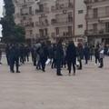 Parrucchieri ed estetisti in piazza a Bitonto: «Fateci lavorare»