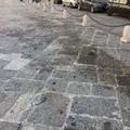 Macchie di grasso sulle chianche secolari dopo il FolkFestival di Bitonto