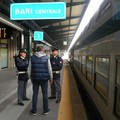 Tenta di palpare e baciare una turista in stazione: arrestato 60enne italiano