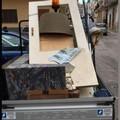 I mobili vecchi buttati in strada a Bitonto. Il sindaco: «Crani disabitati»