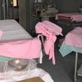 In coma dopo il parto: la città si stringe attorno a una giovane mamma