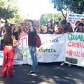 """Studenti bitontini e ragazzi della ROAD alla manifestazione ecologista """"Fridays for future"""" Bari"""