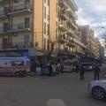 Donna precipita dal balcone in Via Repubblica