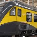 Auto sui binari al passaggio a livello: il treno per Bitonto si ferma a Fesca