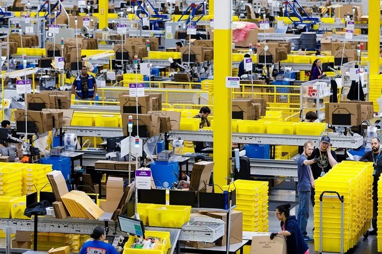 Centro di distribuzione Amazon jfif