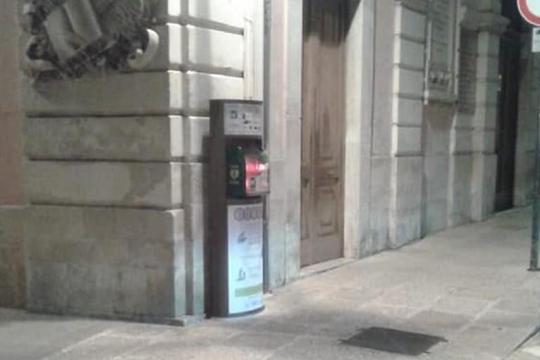 Defibrillatore danneggiato in piazza Cavour