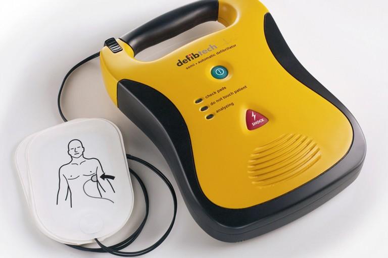 Un defibrillatore portatile