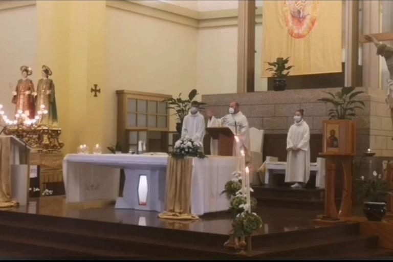 Don Vito Piccinonna durante lomelia di domenica dai Santi Medici jfif