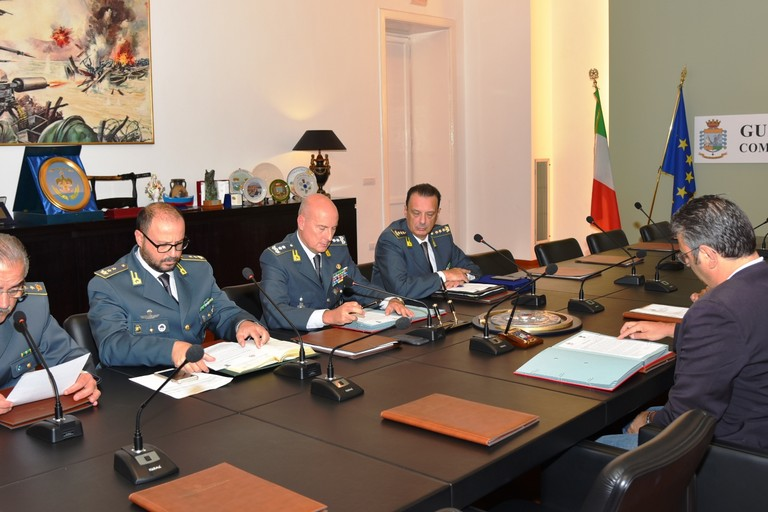 La firma dell'accordo tra Guardia di Finanza e Regione Puglia