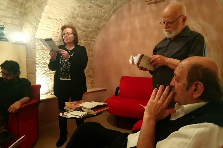 Giancane e Pagano con alcuni dei poeti dei due volumi