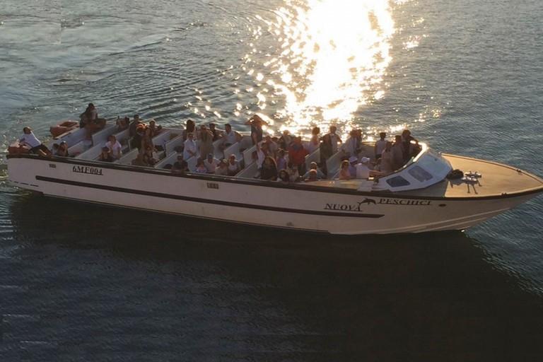 I ragazzi del progetto Elos in barca
