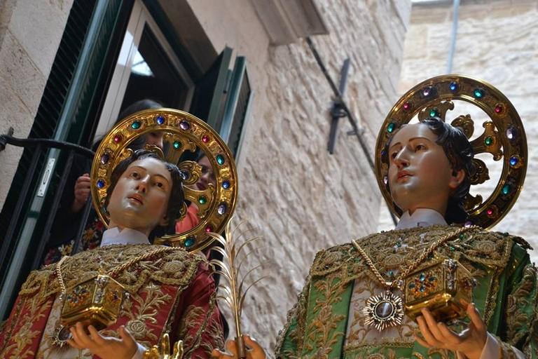 I santi Medici in processione