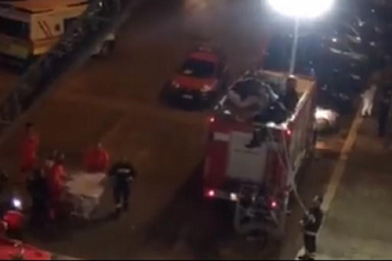 I vigili del fuoco al lavoro in via Ugo La Malfa
