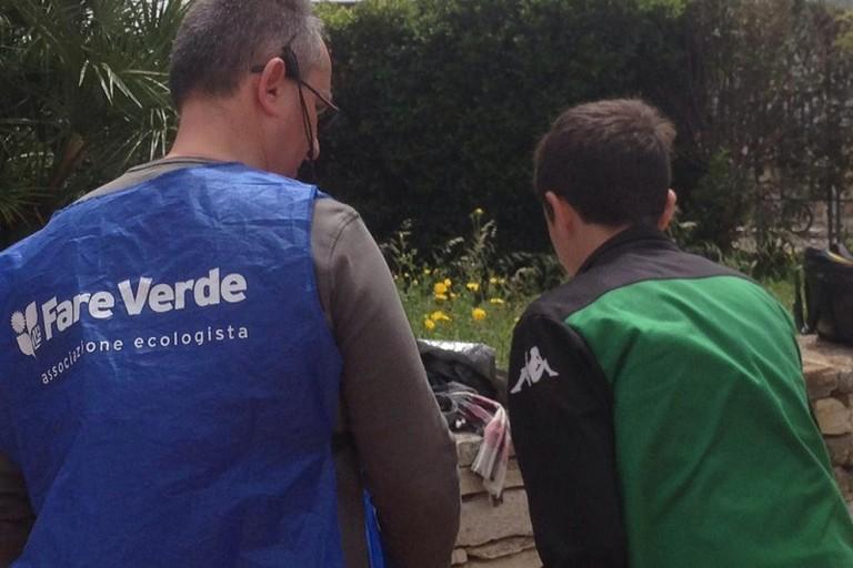 I volontari di Fare Verde con gli alunni della De Renzio