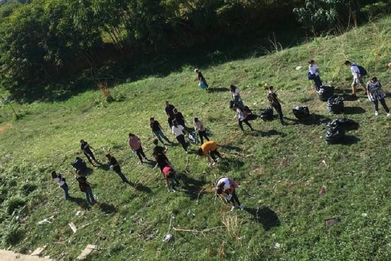 I volontari in azione in Lama Balice