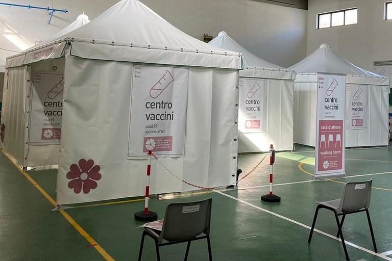 Il centro vaccinazioni della Scuola Rutigliano di Bitonto