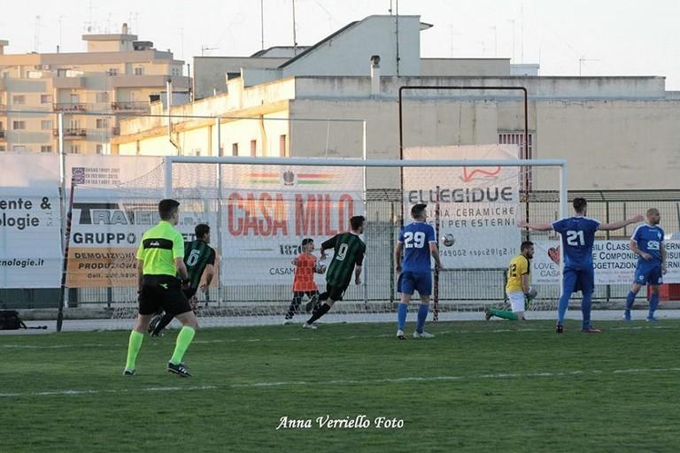 Il gol di Montrone. <span>Foto Anna Verriello</span>