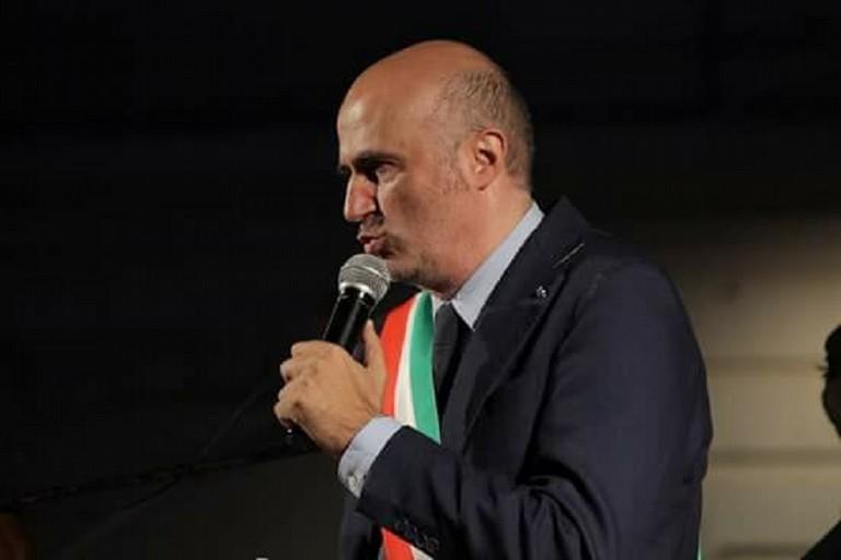 Il sindaco Abbaticchio con la fascia tricolore