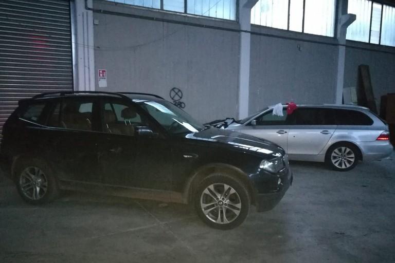 Le due BMW recuperate dai Carabinieri