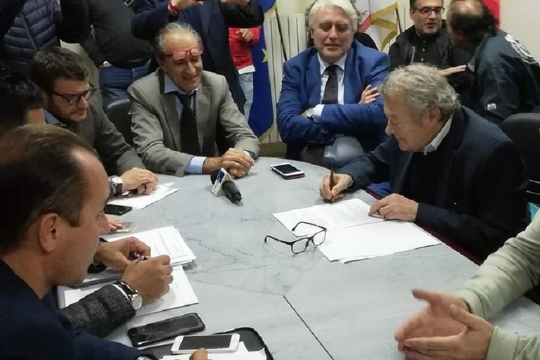 La firma dellaccordo