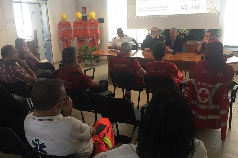 La presentazione del servizio di notifica su cellulare delle emergenze del comune di Bitnto