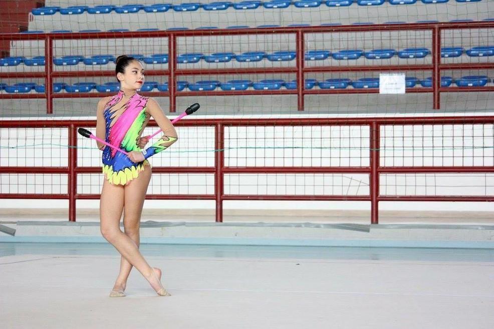 La ginnasta Silvia Maffei durante l'esecuzione di un esercizio