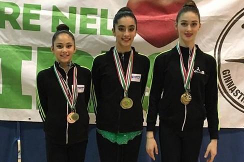 Silvia Maffei, prima da sinistra, con le altre ginnaste del GS Iris. <span>Foto pagina facebook Asd Ginnastica Ritmica Iris Giovinazzo</span>