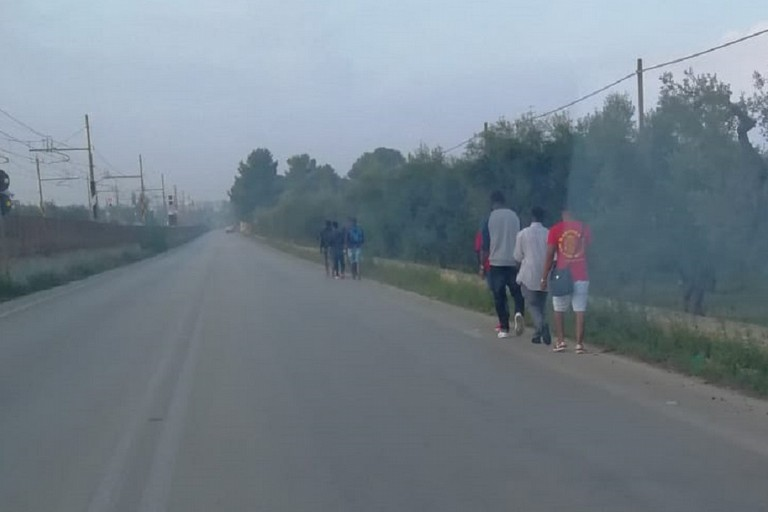Migranti in transito su via S Spirito