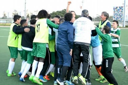 L'esultanza dell'Omnia dopo la vittoria promozione. <span>Foto Francesco Pio Naglieri</span>