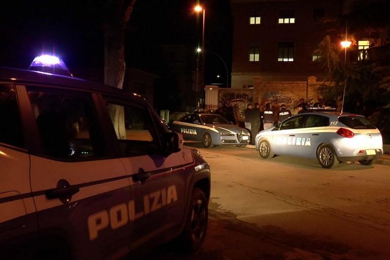 Aggredisce un ragazzo e poi i poliziotti: arrestato un 30enne
