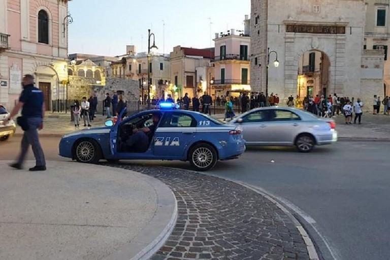Polizia in piazza per disperdere i tifosi del Bitonto