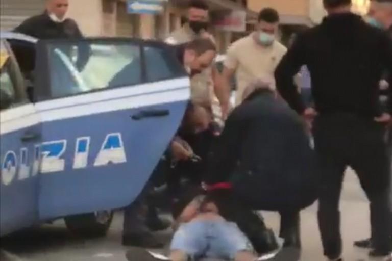 L'intervento della Polizia di Stato e dei Carabinieri