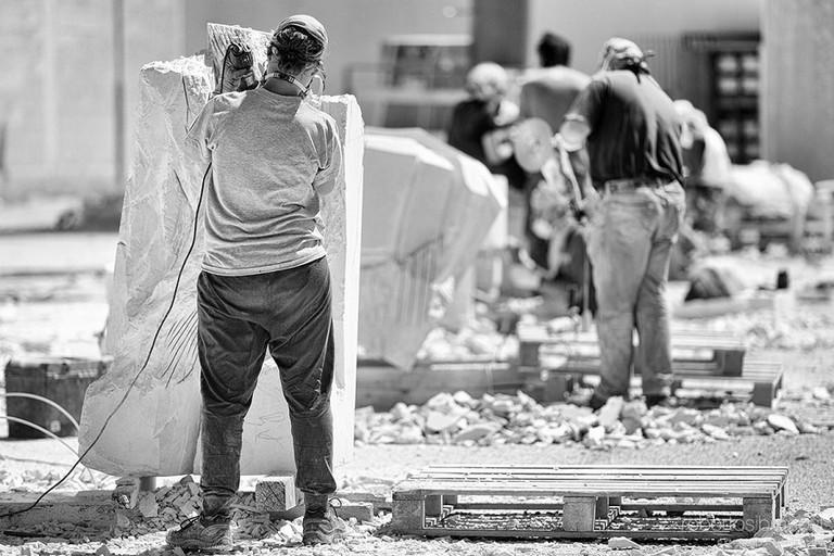 """Bitonto5Stelle: «Le opere """"disperse"""" del Simposio di Scultura usate per abbellire la città»"""