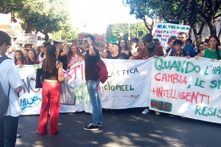 Studenti bitontini in piazza Bari contro i cambiamenti climatici
