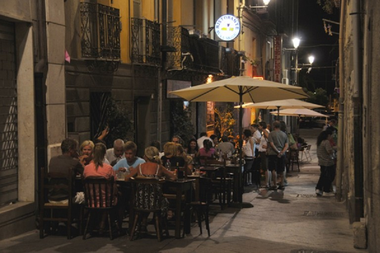 Tavolini in strada
