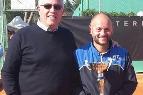 Enzo Colaluca durante la premiazione al Circolo Tennis Bari